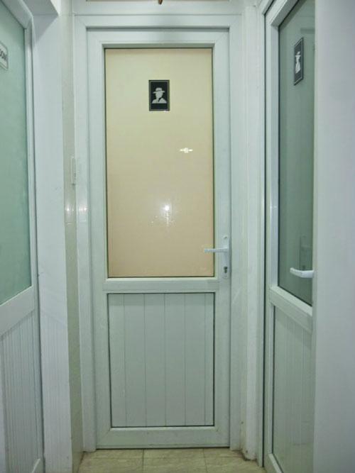 Lắp đặt cửa nhôm kính nhà vệ sinh đẹp, giá rẻ