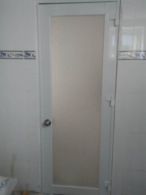 cua nhom kinh phong ngu va toilet (2)