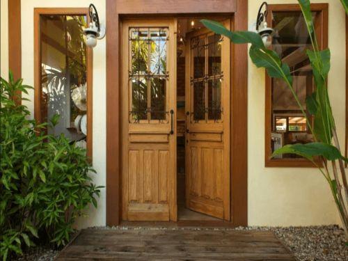 Hình minh họa: Cửa chính là cửa mặt tiền, là nơi đầu tiên nhìn vào của căn nhà