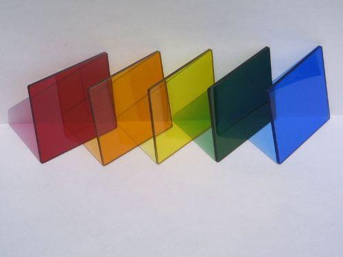Hình minh họa: Thiết kế gia công kính màu với đa dạng màu sắc khác nhau